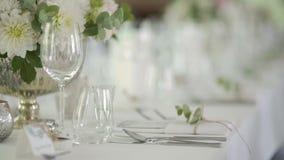 Украшенная таблица для роскоши, элегантного обедающего сток-видео