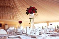 украшенное венчание таблицы розы лепестков перл фокуса отмелое Стоковые Изображения