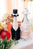 Украшенные бутылки шампанского для жениха и невеста Стоковые Изображения RF