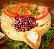 Украшенные зажаренный хлеб и голубой сыр в форме сердца. Стоковая Фотография