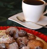 Украшенные печенья рождества с чашкой горячего кофе Стоковое Фото