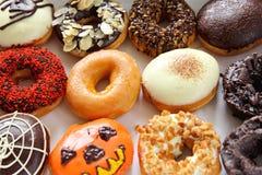 украшенные разнообразия donuts стоковое фото rf