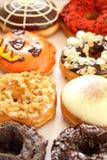 украшенные разнообразия donuts стоковое фото