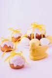 Украшенные торты и яичка пасхи Стоковая Фотография