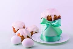 Украшенные торт и яичка пасхи Стоковое Изображение