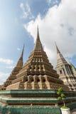 Украшенные chedis на виске Wat Pho в Бангкоке Стоковые Фотографии RF