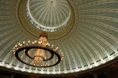 украшенный канделябр потолка Стоковая Фотография
