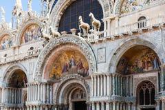 Украшенный портал базилики ` s St Mark в Венеции Стоковые Фото
