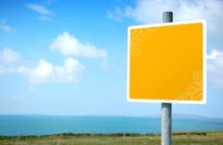 украшенный пустой желтый цвет дорожного знака Стоковые Изображения RF