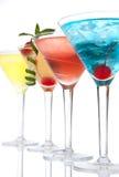 украшенный состав коктеилов коктеила вишни спиртной предпосылки голубой выпивает гаваиский изолированный mai известки лимона tequ Стоковое Изображение RF
