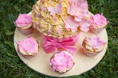 украшенный торт Стоковые Изображения
