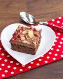 Украшенный шоколадный торт с гранатовым деревом и миндалиной Стоковое фото RF