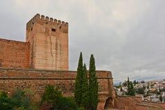 Укрепленная башня, деталь замка moorish Альгамбра, Гранады стоковое изображение