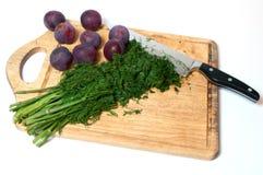 Укроп на вырезывании доски кухни Стоковая Фотография