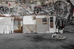Укрытие бродяги в покинутом здании фабрики Стоковое Изображение RF