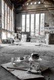 Укрытие бродяги в покинутом здании фабрики Стоковые Фото