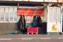 Укрытие с одеждами для бездомные как Стоковые Изображения RF