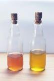 Уксус и оливковое масло яблочного сидра Стоковая Фотография