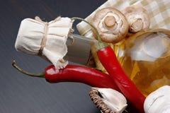 уксус овощей бутылки корзины Стоковое Изображение