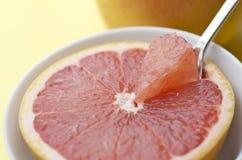 Укус грейпфрута Стоковая Фотография