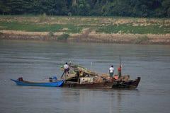 Укладка в форме золота на Irrawaddy в Мьянме Стоковое фото RF