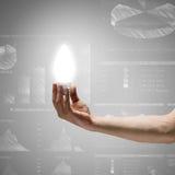 лук-порей коммерсантки дела brainstorming предпосылки смотря обдумывающ высокорослый думать вверх по белизне зрения визуализируя Стоковая Фотография RF