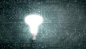 лук-порей коммерсантки дела brainstorming предпосылки смотря обдумывающ высокорослый думать вверх по белизне зрения визуализируя Стоковое Изображение