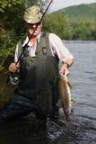 улавливает семг рыболова Стоковое Изображение RF