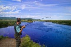 улавливает семг рыболова Стоковые Изображения RF