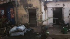 Улица Бамака Мали с старыми домами акции видеоматериалы
