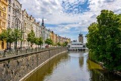 Улица вдоль реки Влтавы, чехия Праги Стоковые Фото
