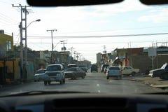 Улица вполне движения в городе Cumana стоковые фото