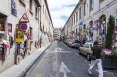 Улица вполне плакатов искусства во время фестиваля Авиньона  Стоковые Изображения