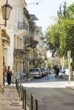 Улица в Афинах, людях идет вниз с улицы Афин, Греции Стоковые Изображения RF