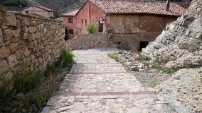 Улица в городке Albarracin сток-видео