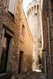 Улица в городском Gordes в Провансали, Франции Стоковые Изображения