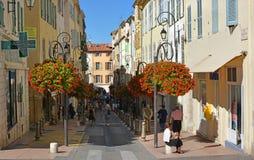 Улица в осени, южная Провансаль Антиба, Франция стоковые фото