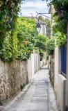 Улица в Сан Tropez, dAzur Коута стоковое фото