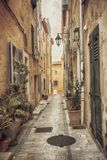 Улица в Сан Tropez, dAzur Коута стоковые фотографии rf