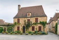 Улица в Свят-Леон-sur-Vezere, Франции стоковое изображение rf