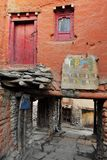 Улица в старом горном селе стоковые фото