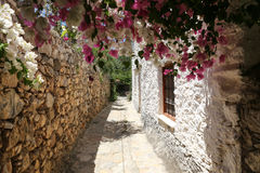 Улица в старом Datca, Mugla, Турция стоковые фотографии rf