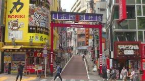 Улица города на городке дела в Токио Shinjuku иллюстрация вектора