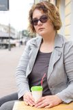 Улица города портрета женщины плюс-размера Xxl Стоковые Изображения