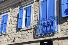 улица дома alacati старая Имущество, творческие способности, Ä°zmir Турция стоковое изображение rf