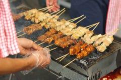 улица зажженная едой Стоковые Фотографии RF