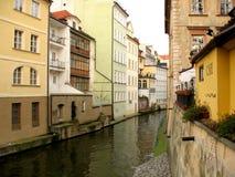Улица и здание города. Стоковые Изображения