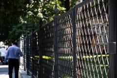 Улица и светлая загородка стоковое фото rf
