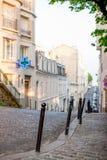 Улица Парижа в районе Montmartre стоковые фото