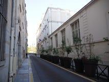 Улица Парижа от острова Сент-Луис стоковая фотография rf